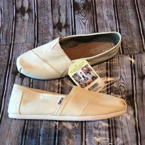 New Toms size 9.5